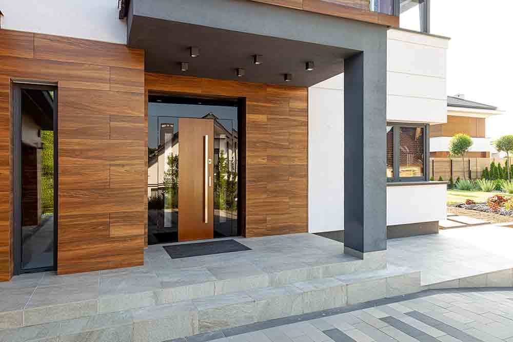 Nowoczesne drzwi zewnętrzne z ościeżnicą szklaną