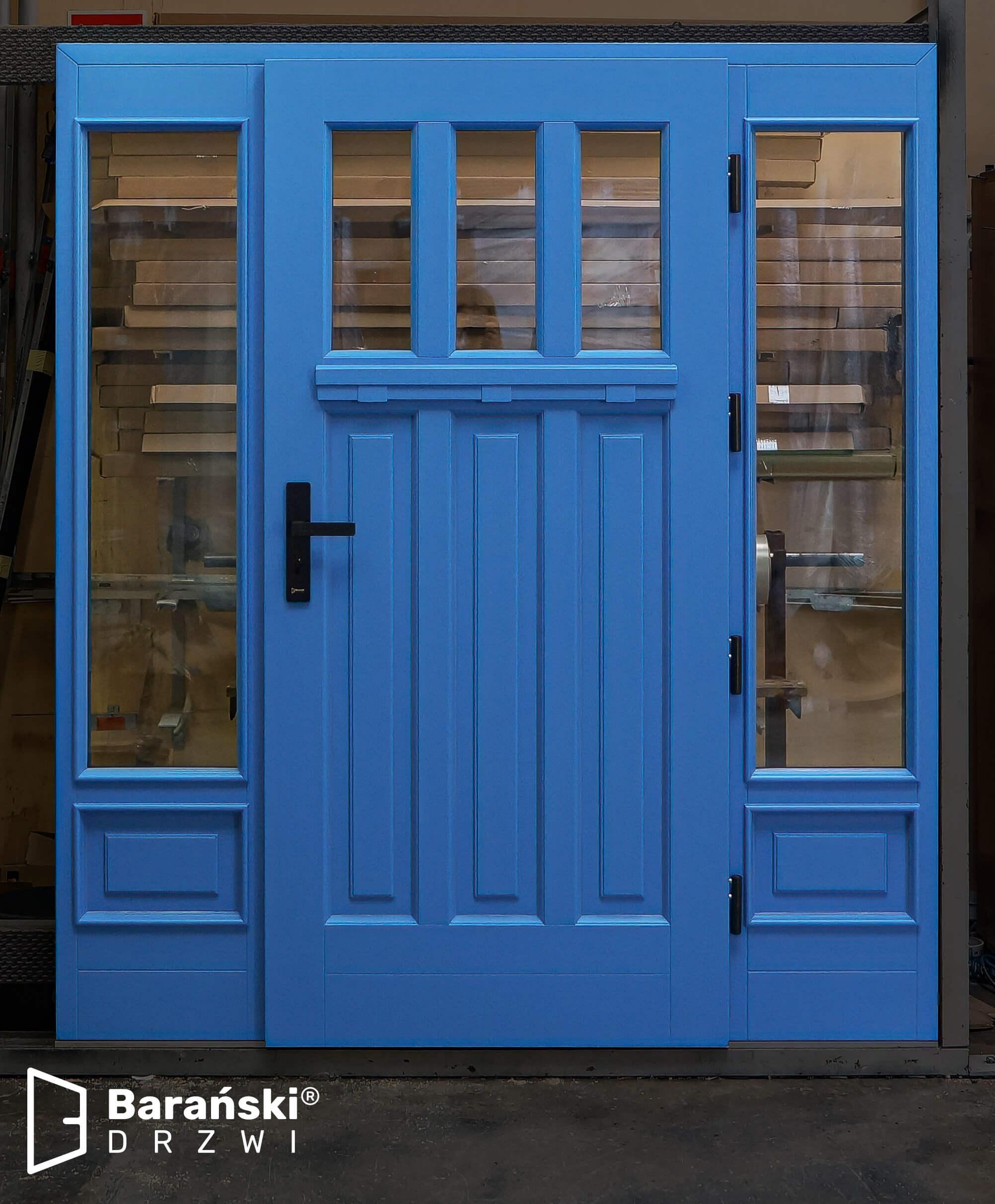 Barański drzwi zewnętrzne, drzwi drewniane zapraszają do wnętrza