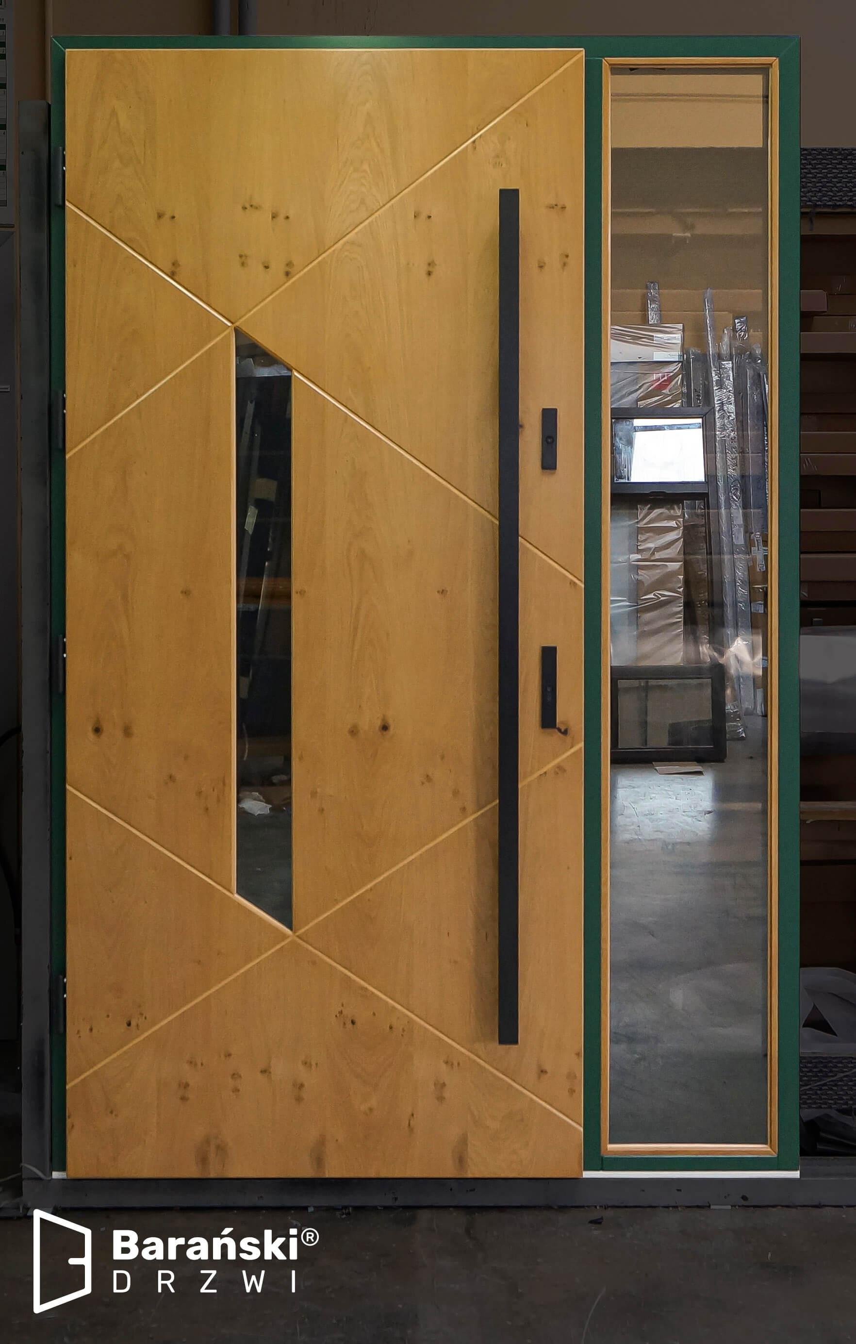 Dom o takich drzwiach drewnianych wyróżni się na tle otoczenia